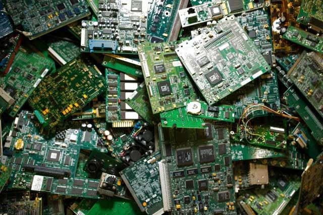 آموزش تعمیر بردهای الکترونیکی و تست قطعات